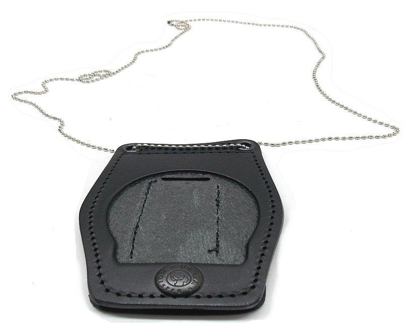 ce5bbbeed5 porta placca, per placca cc modello vega, in pelle nera con catenella e  passante per attacco alla cintura. dimensioni: altezza 10 cm, larghezza 7  cm.